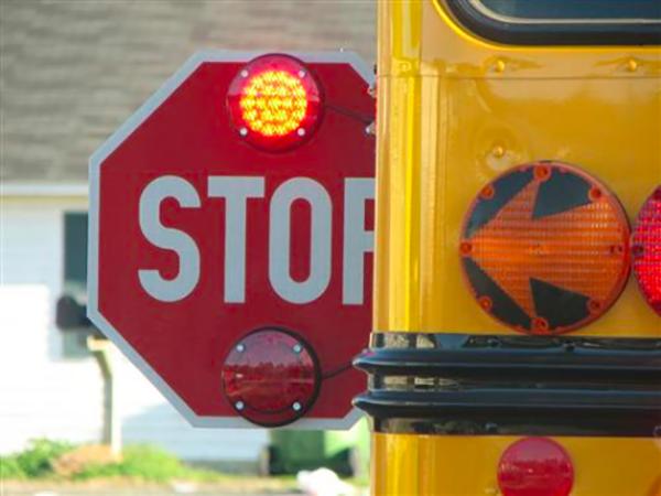 No detiene para un autobús escolar
